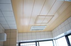 天井が重い感じにならないようにいたしました。