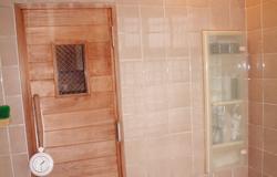 扉も水がかかり弱っていますが、無垢なため何とか補修ができそうです。