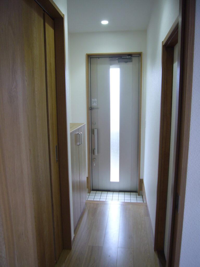 玄関を狭めても十分なスペースがあります。
