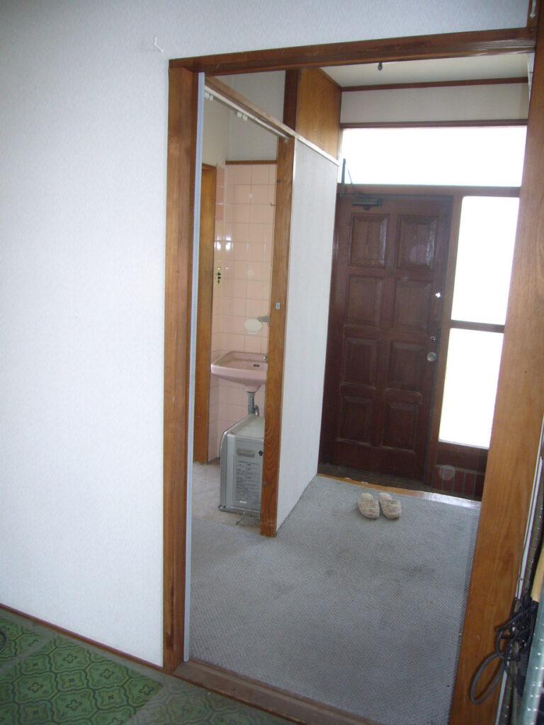 玄関の施工画像です。